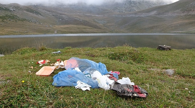 2 bin 740 rakımda bulunan Aygır Gölü'nü de kirletmeyi başardık!