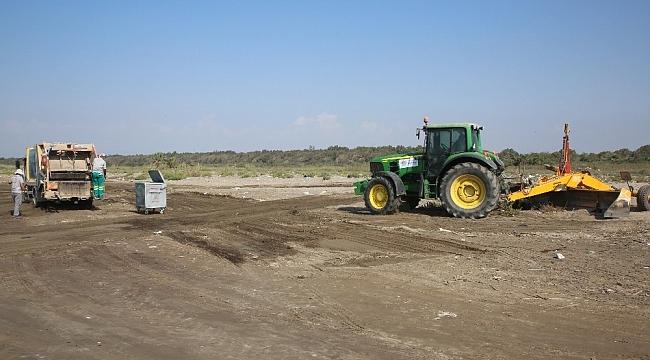 Adanalıoğlu sahili, lazerli plaj kumu eleme makinesiyle temizlendi