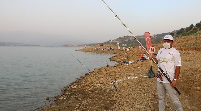 Balık tutmak için yarıştılar