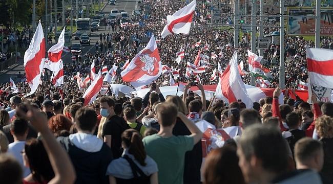 Belarus'taki protestolarda gözaltı sayısı 400'ü aştı