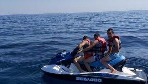 Jet ski'yi bozup Türk karasularına bıraktılar