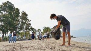 Kuşadası'nda kıyı temizliği