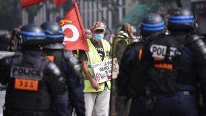 Paris'teki Sarı Yelekliler protestosunda gözaltı sayısı 256'ya çıktı