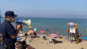 Sahil güvenlikten Kuşadası plajlarında maske ve sosyal mesafe denetimi