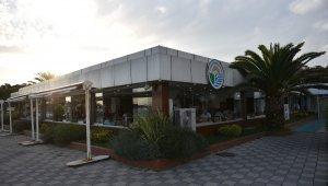 Tuzla Belediyesi balık restoranında, hijyen tedbirleri kapsamında sezonu açıldı