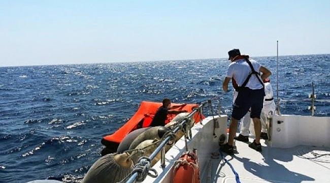 Yunanlılar 54 göçmeni can salına doldurup Türk karasularına itti