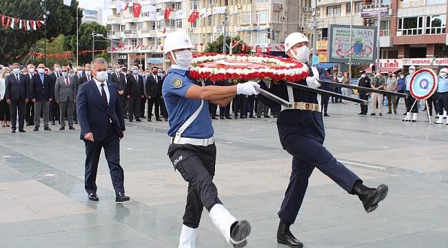 Antalya'da 29 Ekim Cumhuriyet Bayramı kutlamaları pandemi kuralları çerçevesinde başladı