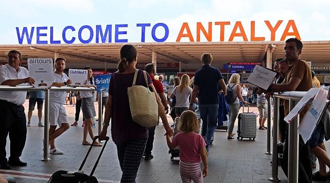 Antalya'ya, 18 ülkeden 108 uçakla 45 bin 502 turist geldi