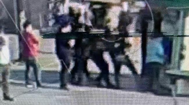 ATM tacizcisinin polise kafa attığı anlar kamerada