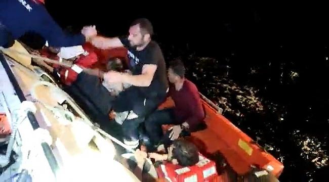 Bursa'da fırtınada batan balıkçı teknesinin mürettebatını sahil güvenlik kurtardı