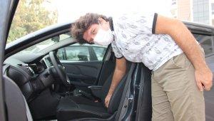 Eşi için aldığı sıfır otomobilde hayatının şokunu yaşadı