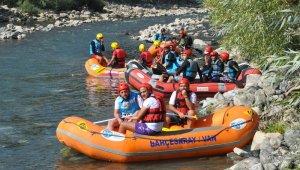 Habur Çayında rafting heyecanı başladı
