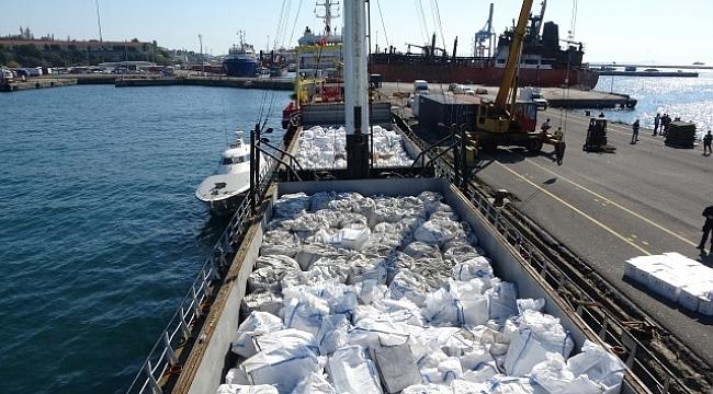 İstanbul Boğazı'nda gemide kaçak sigara ve tütün ele geçirildi