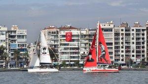 İzmir Körfezi'ndeki teknelerden Cumhuriyet selamı
