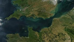 Manş Denizi'nde göçmen teknesi battı: 4 ölü