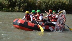 Terörün bittiği Hakkari'de rafting heyecanı