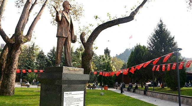Zonguldak'ın ilk milletvekili Tunalı Hilmi'nin heykeli açıldı
