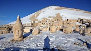 Nemrut Dağı'na sezonun ilk karı düştü