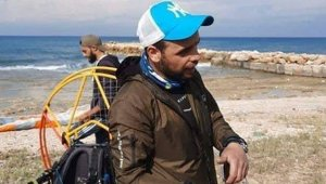 Rüzgara kapılan Türk paraşütçü Lübnan sahiline iniş yaptı