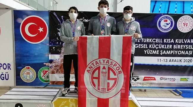 Antalyaspor yüzme takımından Türkiye rekoru