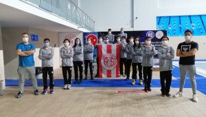 Antalyaspor yüzücüleri rekora doymuyor