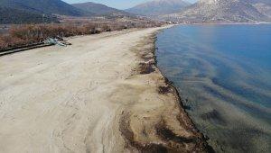 Eğirdir Gölü'nün su kodu son 60 yılda Aralık ayının ilk kez dip seviyesini gördü