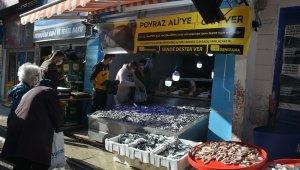 Sinoplu balıkçıdan Poyraz Ali'ye destek: Bedava hamsi dağıttılar