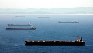 Düzinelerce gemi Çin Açıklarında mahsur: Para mı, denizciler mi?