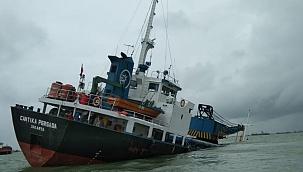 Gübre yüklü kargo gemisi Gresik'te battı: Mürettebat tahliye edildi!