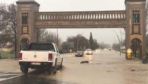 İpsala ve Enez'de sağanak yağış sele dönüştü