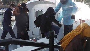 İzmir'de 32 göçmen kurtarıldı