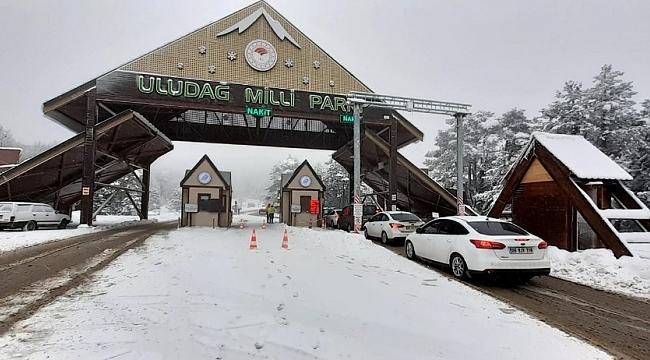 Kar geldi, Uludağ'a kayak meraklıları akın etti