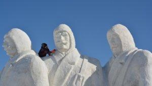 Sarıkamış şehitlerinin anısına kardan heykeller yapılıyor!