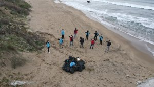 Sinop'ta gençler sahili temizledi