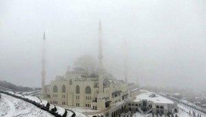 Beyaza bürünen Çamlıca Camii havadan görüntülendi