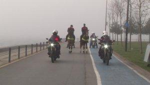 Caddebostan Sahili'nde atlı polisler devriye gezdi