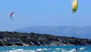 Çeşme'de Şubat ayında kite surf keyfi