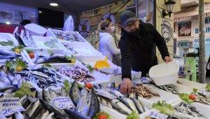Karadeniz'de hamsinin yerine mezgit ve istavrit talep görüyor
