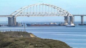 Kerç Boğazı'nda mürettebatı zehirlenen Türk gemisi kıyıya çekilecek