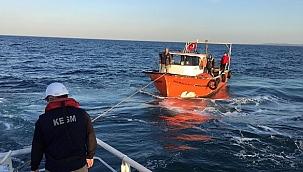 Riva önlerinde arıza yapan tekne KEGM tarafından kurtarıldı!