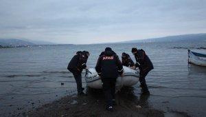Sapanca Gölü'nde mahsur kalan 5 vatandaşı AFAD kurtardı
