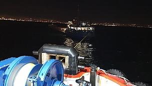 Zeytinburnu'nda makine arızası yapan 114 metrelik gemi Ahırkapıya çekiliyor!