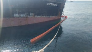 Zeytinburnu'nda yan yatan gemiye halat önlemi