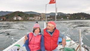 """22 yıldır gece gündüz demeden eşiyle birlikte denizde """"Vira Bismillah"""" diyor"""