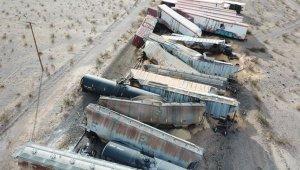 ABD'de yük treni raydan çıkınca 44 vagon birbirine girdi