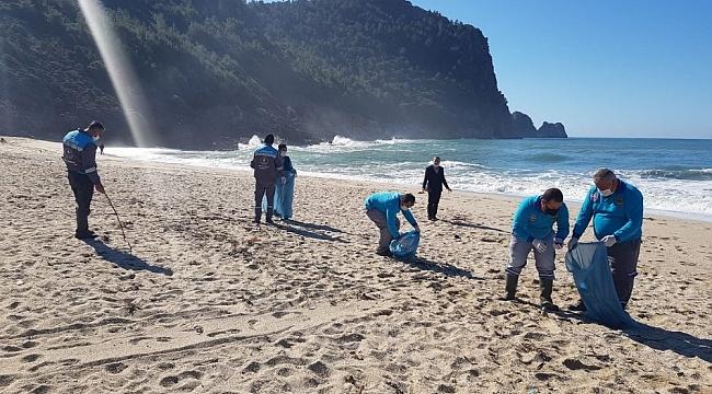 Alanya sahilleri temizleniyor