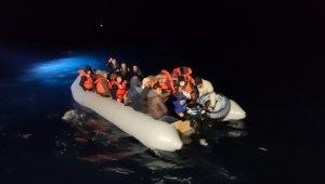Ayvalık'ta Türk karasularına itilen 48 göçmen kurtarıldı