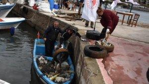 Deniz dibinden tonlarca çöp çıktı