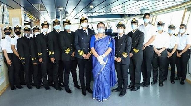 Dünya denizcilik tarihinde bir ilk: Tüm mürettebat kadın!