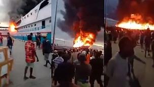 Endonezya'da limandaki yolcu gemisi alev topuna döndü! (Video)